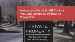 Título sobre un cartel de privado en un parque
